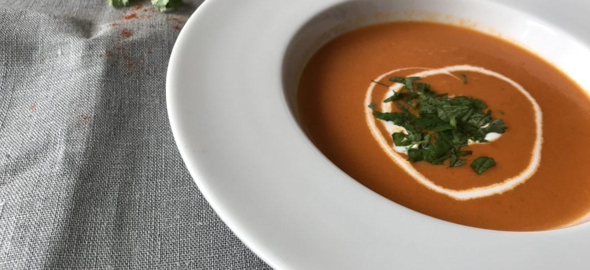 Rajčatová chilli polévka s kokosovým mlékem