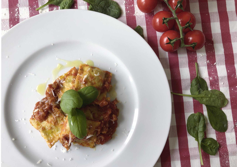 Domácí ravioli s rajčatovou omáčkou