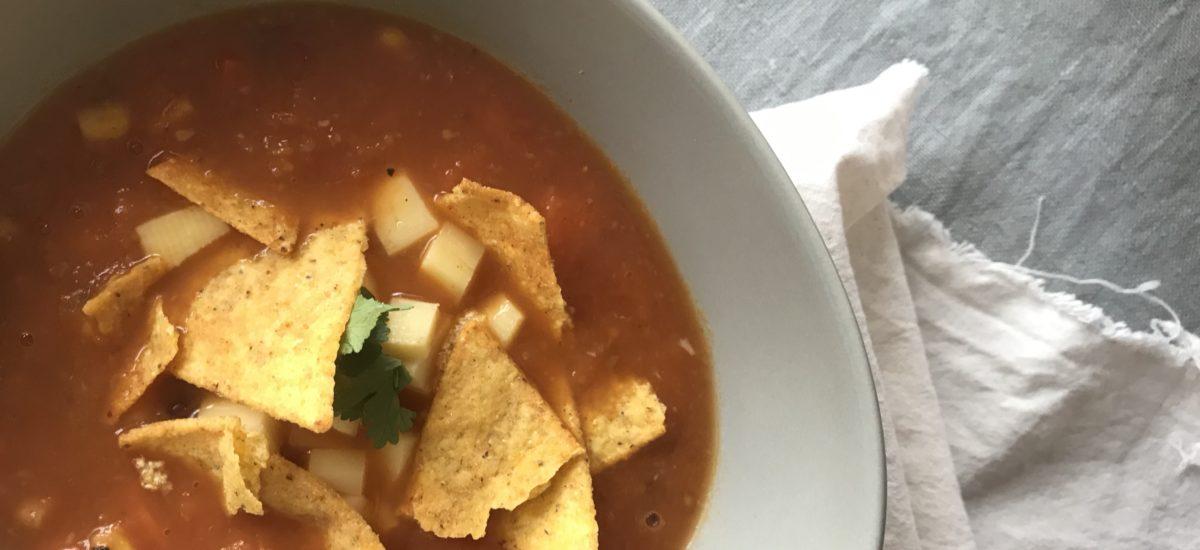 Aztécká polévka se sýrem