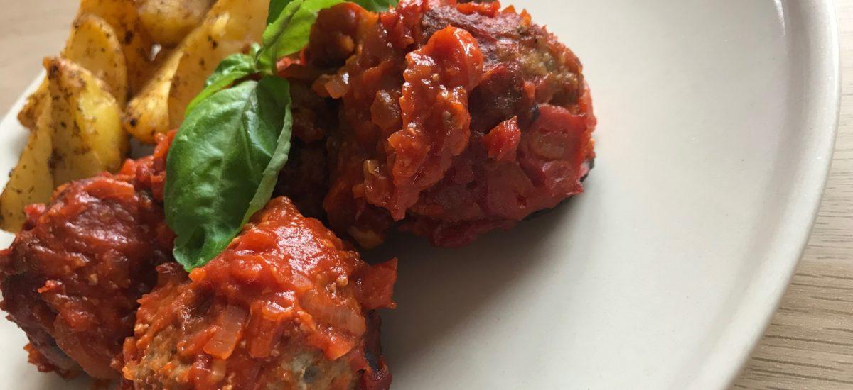 Masové koule s rajčatovou omáčkou
